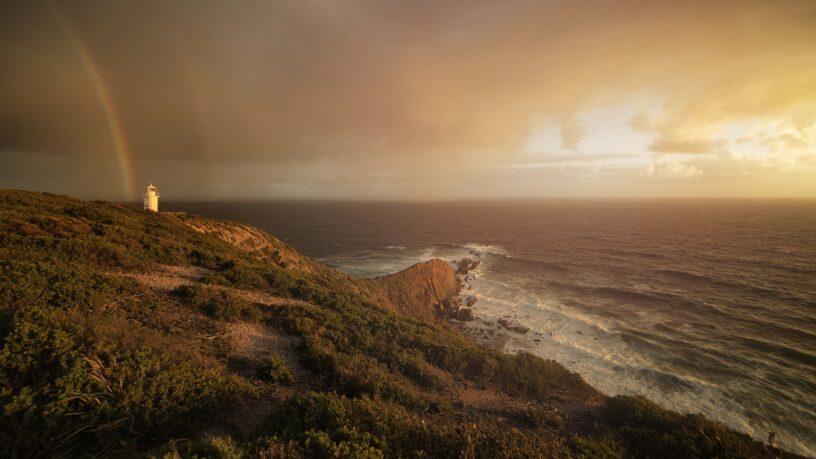 Regenbogen und Meer
